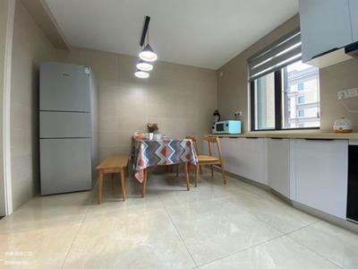 解放南路 南金鹰附近海德公园新精装 三室朝南 小高层舒适图片