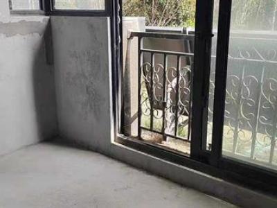 凤凰汇紫园毛坯两房送院子70.56平210万图片