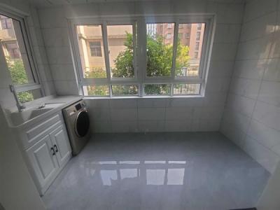 高新区荷塘月色旁合瑞新城精装电梯三房得房率高单价只有1.3+图片