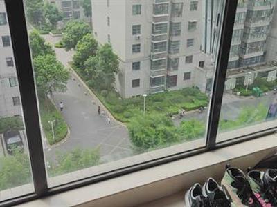 城南领秀嘉园  精装修送车库  99.5平186万税费低图片