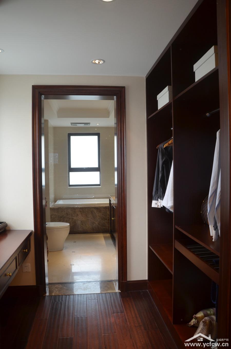 主卧室和衣帽间